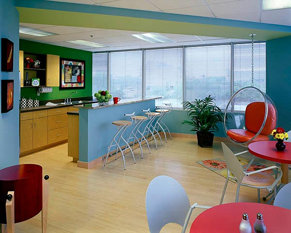 7 fantastic breakout room designs you can pull off in your for Office lunch room design ideas